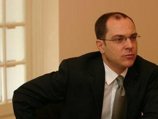 Guvernul pregăteşte plafonarea despăgubirilor pentru a economisi 10 mld. €