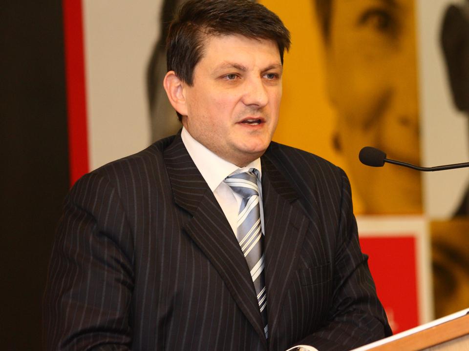 Oltchim rămâne fără director financiar după demisia lui Bucşă. Cine mai ajută compania să ia credite?