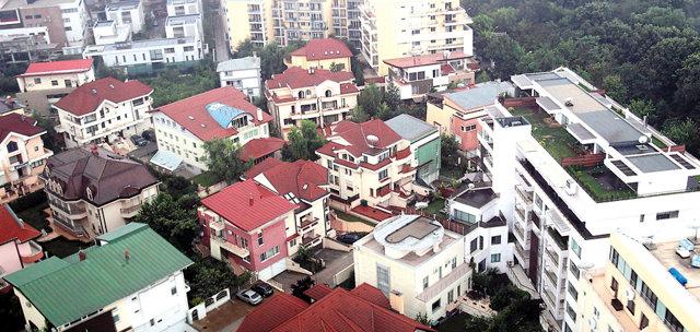 Băncile nu mai aşteaptă banii restanţierilor şi scot la vânzare mii de case şi apartamente