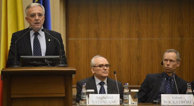 Criza din Cipru îl cheamă pe Isărescu la butoane: Şeful BNR n-a avut timp să stea la un eveniment al Clubului de la Roma, grăbindu-se să gestioneze impactul crizei cipriote