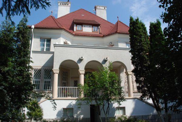 Banca Transilvania a cumpărat cu 900.000 de euro vila