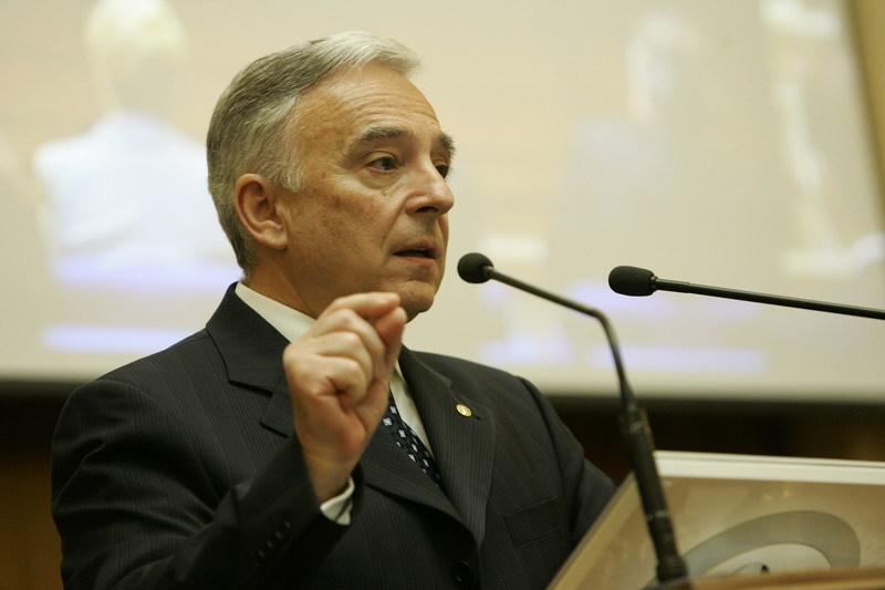 Isărescu: România are a doua cea mai mare creştere de preţuri la alimente din regiune