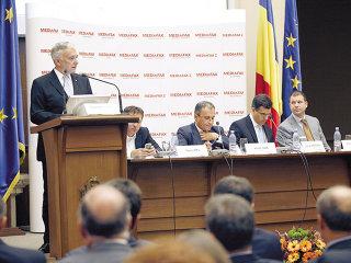 Isărescu: Reducerea CAS ar lăsa fără finanţare investiţiile publice începute