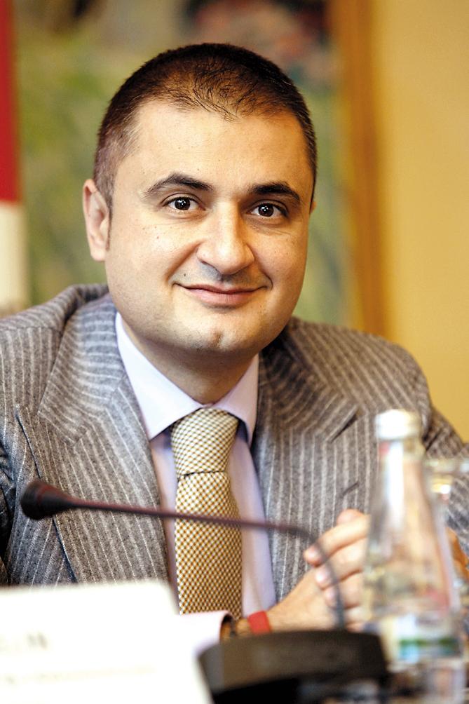 Sorin Popa, numărul 2 din BRD, pleacă la Paris la SocGen. De anul viitor BRD va avea un nou preşedinte