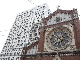 Cathedral Plaza trebuie demolată, a decis Tribunalul Dâmboviţa