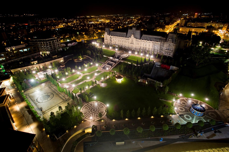 A fost nevoie de o investiţie de 265 mil. euro pentru ca centrul acestui oraş din România să arate aşa. Galerie FOTO