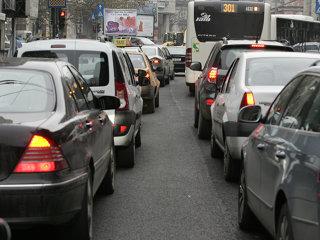 Taxa auto:Timbru de mediu doar pentru maşini cu maxim 8 locuri, emisia CO2 calculată integral