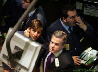 Wall Street a murit; Morgan Stanley si Goldman Sachs au renuntat la statutul de banci de investitii