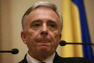 Vinul i-a adus lui Isarescu un profit net de 183.000 lei in 2008