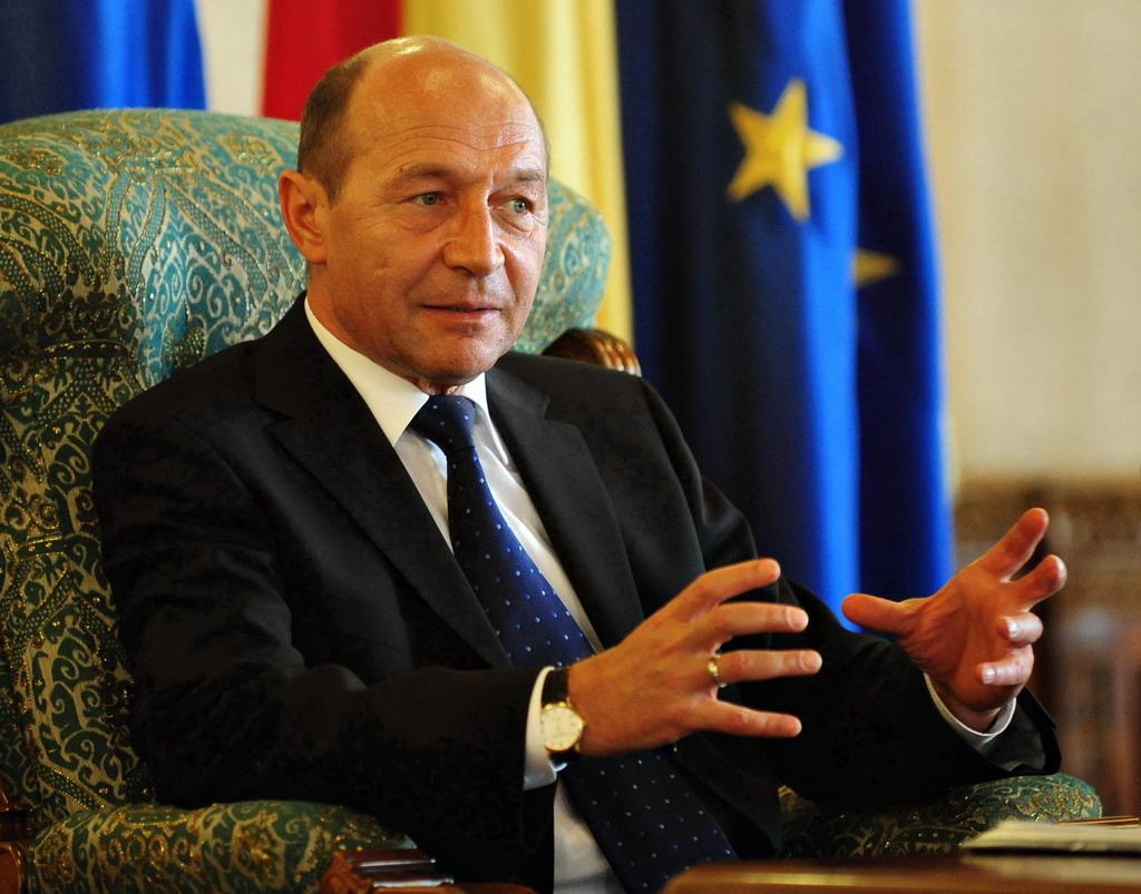 Basescu le-a spus ambasadorilor UE ca se gandeste sa nominalizeze un premier familiarizat cu FMI