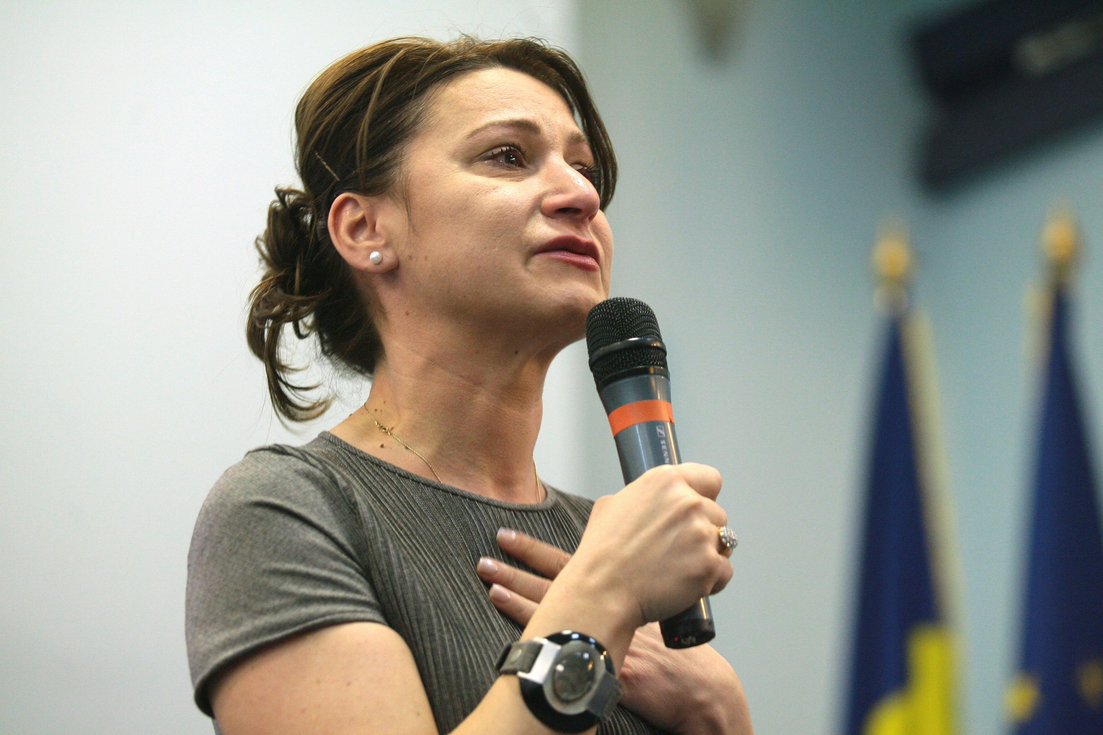 Încă o dezertare: senatorul PDL Sorina Placinta, fost ministru, voteaza moţiunea de cenzură