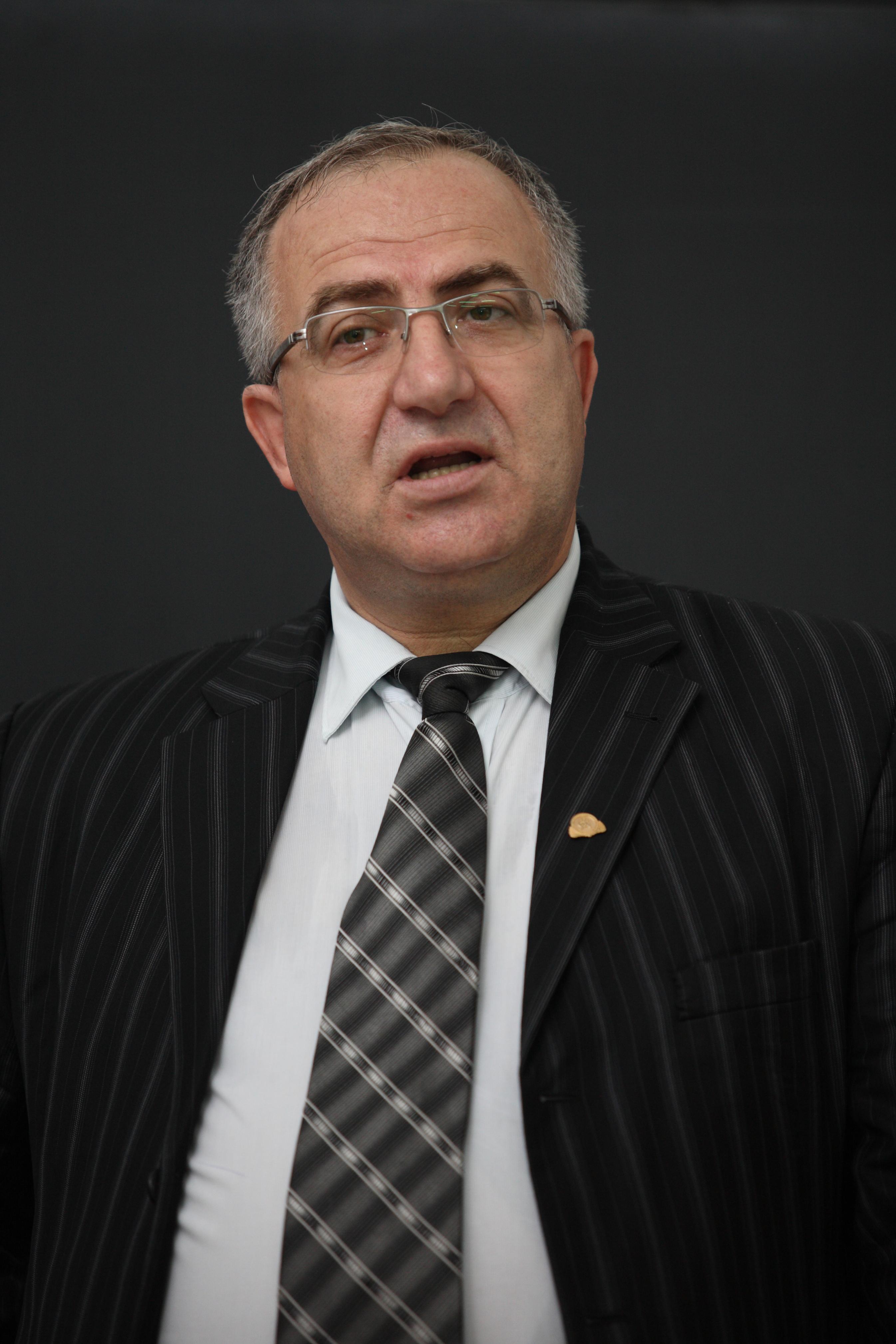 Dumitru Miron, ASE: În perioade de instabilitate, funcţionarul public din ministere nu face nimic