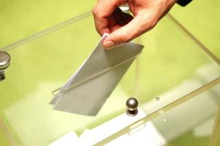 Cifrele absurdului: Cum pot vota 18 milioane de români dacă numai 15 milioane au buletin?