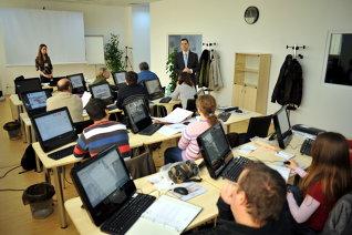 Profesia: trainer POSDRU. Salariul: 2.000 – 3.000 de euro net pe lună