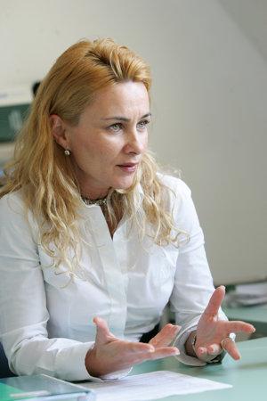 Mihaela Perianu, AIMS