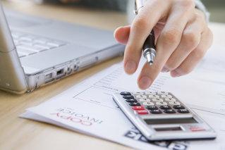 Anul 2012 aduce mai puţine zile libere pentru angajaţii români. Doar şapte din cele 11 sărbători legale cad în timpul săptămânii