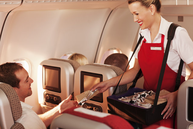 Cât câştigă şi ce cursuri urmează o stewardesă, job unde concurenţa este mai mare ca la Medicină