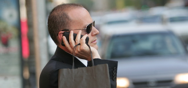 """Un antreprenor român pregăteşte lansarea primului operator virtual de telefonie mobilă. """"Ne interesează doar clienţii care au un telefon 3G, care vor mai mult de la telefonul lor"""""""