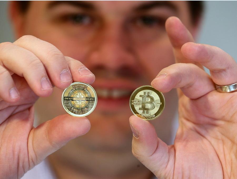 investiți prețul în Bitcoins)