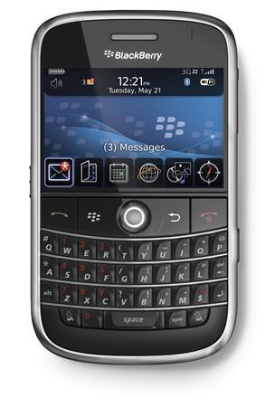 Încă o bătălie pierdută de BlackBerry în faţa iPhone. JPMorgan va permite angajatilor să folosească telefonul de la Apple