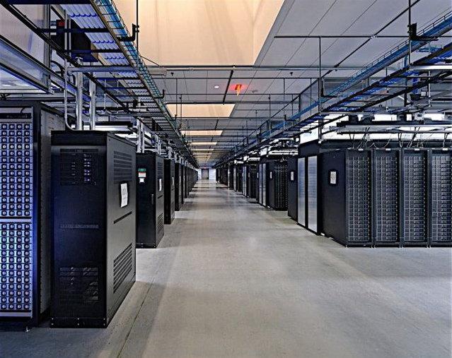 Serverele Facebook: Tehnologie pentru 600 de milioane de prieteni, oferită gratuit. Galerie Foto cu centrul de date al celei mai mari reţele de socializare