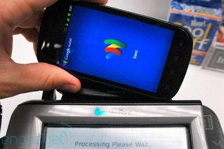 """""""Plătiţi cash sau cu cardul?"""" """"Plătesc cu Google"""". Gigantul internet devine operator bancar?"""