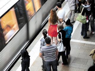 După atacul pe Wi-Fi al RCS&RDS, Orange şi Vodafone vin cu net gratuit la metrou