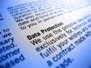 Cum să ştergi complet orice date personale pe care le-ai postat vreodată pe Internet