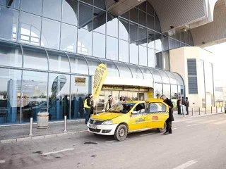 Mass-media schimbă România: pasagerii de la Aeroportul Otopeni au acces oficial la taxiuri cu tarif de 1,39 lei/km