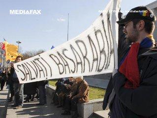 Mii de persoane participă în Capitală la un marş pentru unirea Basarabiei cu România