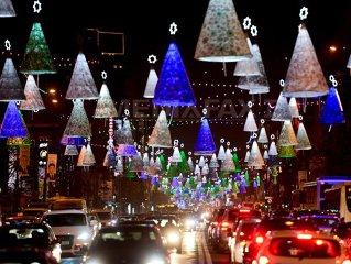 Capitala se pregăteşte pentru sărbătorile de iarnă. Aproape trei milioane de beculeţe au fost aprinse în această seară (Imagine: Octav Ganea/Arhiva Mediafax Foto)