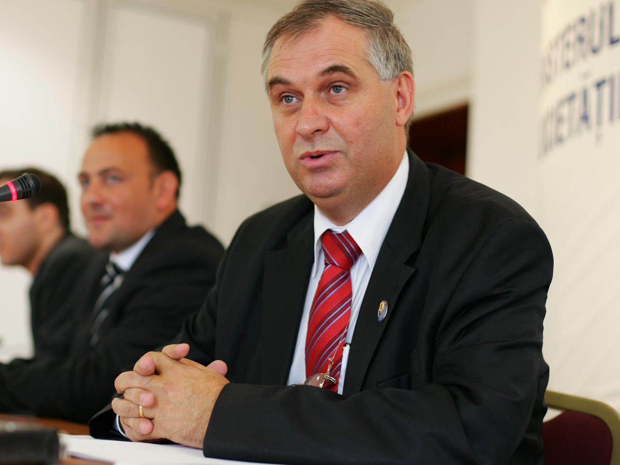 Valerian Vreme, ministrul comunicaţiilor