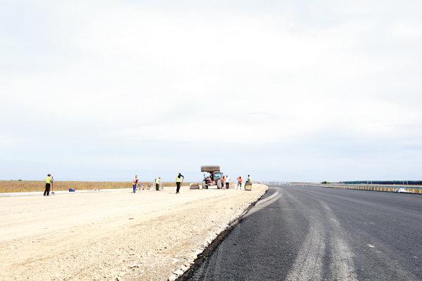 """Consorţiul Pizzarotti şi Tirena Scavi au """"apăsa pedala de acceleraţie"""" - 90% din tronsonul dintre Centură şi Moara Vlăsiei este asfaltat"""
