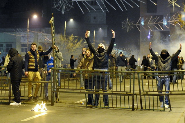 Stiri 2012 Proteste-bucuresti-jpg-piata-universitatii