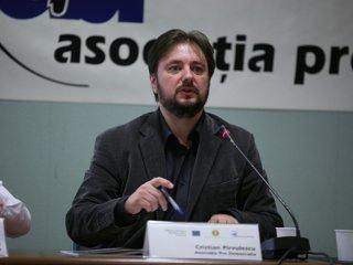 Cristian Pârvulescu: Protestele din România fac parte din mişcarea Indignaţilor. Dacă manifestaţiile continuă nu este exclusă demisia guvernului
