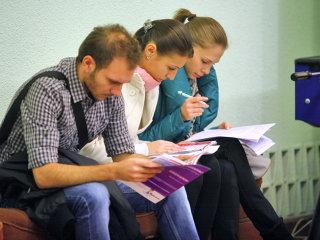 Firmele care angajează elevi şi studenţi în perioada vacanţei pot primi subvenţii de 250 de lei/lună
