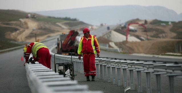"""""""Groapa"""" Bechtel a înghiţit 1,4 mld. euro pentru 52 de kilometri de autostrăzi"""