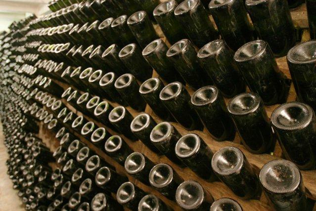 Cum arată pivniţele Rhein de la Azuga, unde se produce vin spumant de 120 de ani. GALERIE FOTO