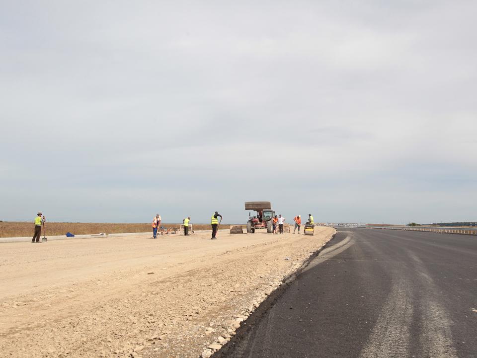 Licitaţii pentru 100 km de autostrăzi sunt în aşteptare de şase luni
