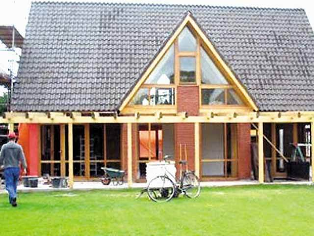Un b c uan de 40 de ani face case din lemn cu pre uri for Case de lemn pret 10000 euro