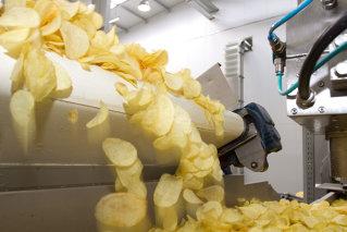 Exclusiv online - Reportaj: cate kilograme de cartofi intra intr-o punga de chips-uri?