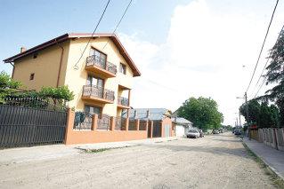 Oamenii au construit vile fără să mai aştepte ca primăria să asfalteze toate străzile din Pipera