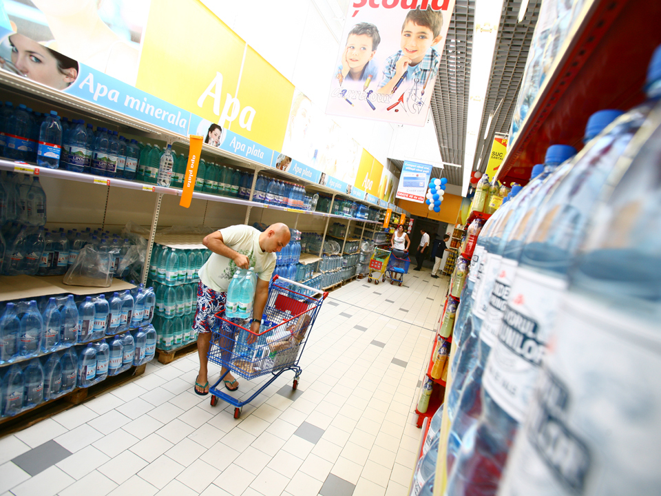 Topul brandurilor de apă minerală: cum îşi dispută Borsec şi Dona o piaţă de 300 mil. euro