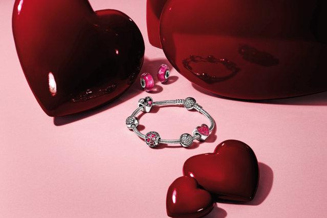 Iubeşte în stilul Pandora