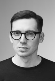 H&M va lansa o nouă colecţie de designer şi s-a asociat cu designerul canadiano-turc Erdem