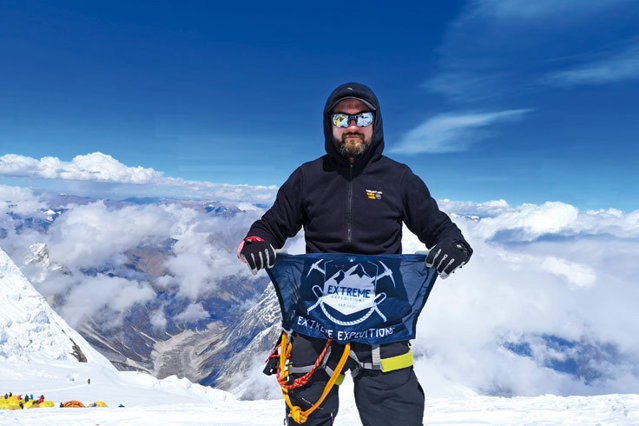 """Cum a devenit un român cel mai """"înalt"""" om din lume iar acum are propriul business cu expediţii montane: Visam din copilărie să ajung pe vârful unui munte de peste 8.000 de metri"""