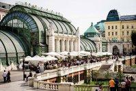 Reportaj din oraşul celor 1.000 de feţe şi o singură aromă. Ce miros te îmbie pe străzile din Viena, o Capitală care respiră istorie şi emană artă prin toţi porii? GALERIE FOTO