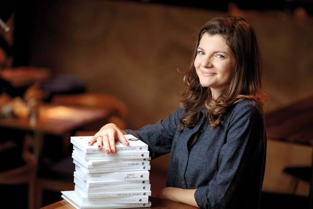 """Viaţa de după afaceri, episodul 1: Andreea Micu este de profesie avocat şi se implică de asemenea în businessul cu vin al familiei. În timpul liber însă, scrie cărţi pentru copii ca """"alternativă la raţional, la calcule şi ordine"""""""