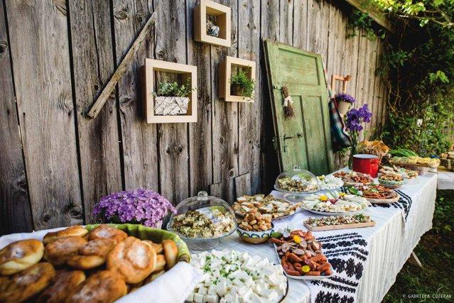 """Cum a devenit brunch-ul la sat o experienţă de top şi cine a format această tendinţă: """"Noi, ca orăşeni, nu putem mânca bine decât prin satele astea, la astfel de evenimente"""""""