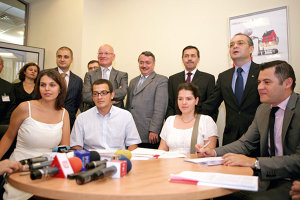 """În iunie 2009, premierul Emil Boc şi fostul ministru de finanţe Gheorghe Pogea erau convinşi la acordarea primului credit prin """"Prima casă"""" că piaţa construcţiilor va reacţiona pozitiv la programul guvernamental"""